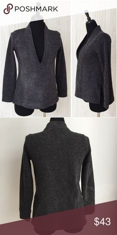 🌟MADEWELL🌟 Like New Warm Sweater Sweater has been gently worn but in perfect like new condition. The fabric is 88% polyester. The bust measurement laying flat is approximately 19 inches across from armpit to the length of the sweater is approximately 25 inches from shoulder to hem. Madewell Sweaters V-Necks