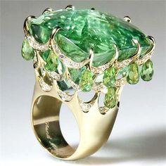 Inbar Fine Jewellery – Yellow gold ring with beryl, peridots and diamonds