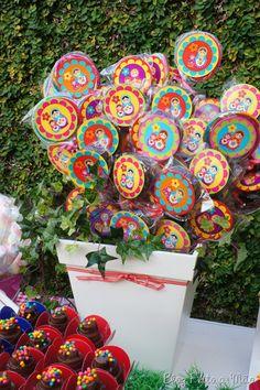 Vaso de pirulitos coloridos