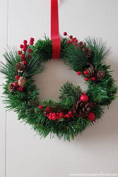 Easy DIY Christmas wreath - Mi espacio preferido #DiyChristmasGifts #Christmas #DiyChristmasDecorations #DiyChristmas