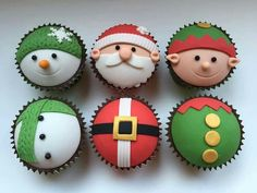 Learn how to make delicious Christmas cupcakes for kids and the whole family. These will make perfect easy Christmas desserts over the festive season and the tutorial below will show you how to make them step by step! Christmas Cupcake Toppers, Christmas Cupcakes Decoration, Christmas Cake Designs, Christmas Desserts Easy, Christmas Sweets, Christmas Baking, Christmas Cookies, Cupcakes For Christmas, Meery Christmas