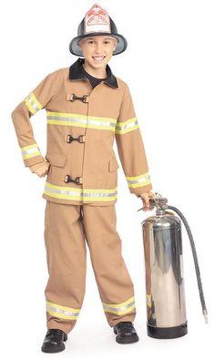 Palomies asu. Täyttä päätä paloautolla liekkejä sammuttamaan. #naamiaismaailma