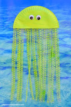 Bubble Wrap & Paper Plate Jellyfish Craft Paper plate and bubble wrap jellyfish kid craft that's Arts And Crafts For Teens, Art And Craft Videos, Crafts For Kids, Preschool Crafts, Bubble Wrap Crafts, Bubble Wrap Art, Bubble Paper, Pop Bubble, Ocean Theme Crafts