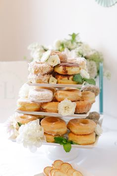 Dessert display filled with doughnuts and flowers, so simple and chic #gardenparty #gardenpartywedding #gardenwedding #dessertdisplay #weddingideas