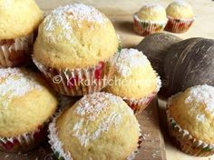 I muffin al cocco sono dei deliziosi dolcetti aromatizzati al cocco. Una ricetta semplice e veloce per ottenere dei muffin alti e soffici. Sweet Recipes, Snack Recipes, Cake Recipes, Dessert Recipes, Cooking Recipes, Snacks, Baking Muffins, Mini Muffins, Coconut Flour Recipes