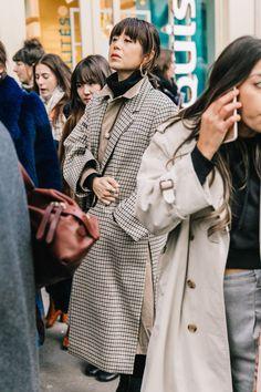 Long Plaid Coat Outfits Ideas for Winter - Outfitting Ideas Street Style Blog, Autumn Street Style, Casual Street Style, Street Chic, Street Styles, Gala Gonzalez, Fashion Week, Paris Fashion, Style Fashion