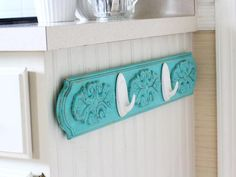 Command Terrace Hooks are featured in this DIY dish towel rack. Great way to add a punch of color to your kitchen. Click to get project instructions.