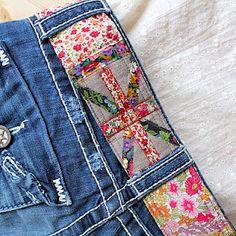 Liberty fabric Union jack belt detail by Nell Gleason Liberty Art Fabrics, Liberty Print, Sewing Crafts, Sewing Projects, Art Du Fil, Only Jeans, Liberty Of London, Vintage Scarf, Fabulous Fabrics