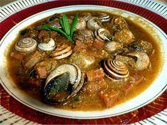 Caracoles en salsa picante...... www.cocinandoconencarni.es Salsa Picante, Spanish Food, Mediterranean Recipes, Soups And Stews, Food To Make, Pork, Appetizers, Tasty, Meals