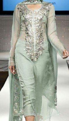 Suit Pakistani Bridal Dresses, Pakistani Outfits, Indian Dresses, Indian Outfits, Kurta Designs Women, Salwar Designs, Indian Attire, Indian Wear, Punjabi Dress