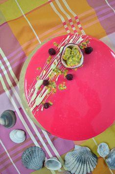 Le Pink Passion, entremet vanille, framboises, passion La recette : http://amandise.fr/le-pinkpassion/