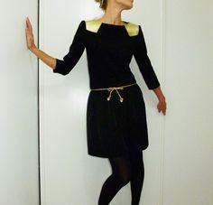 Robes courtes, Robe noire à empiècements de cuir doré LOÏS est une création orginale de l-armoire-d-ondine sur DaWanda