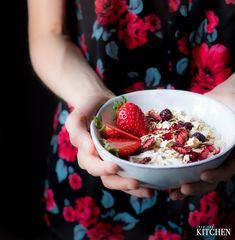 Coconut granola with strawberries // Kokosová granola se sušenými jahodami