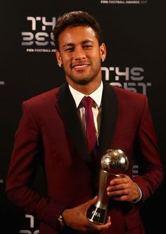 Neymar poses with his award after being included in the team of the year during The Best FIFA Football Awards at The London Palladium on October 2017 in London, England. Get premium, high resolution news photos at Getty Images Neymar Jr Wallpapers, Daniel Alves, Neymar Football, Neymar Pic, Football Awards, Most Popular Sports, Football Pictures, Football Players, Fc Barcelona