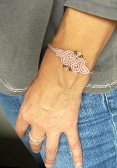 * Flechtarmbändchen rosé * von crochet.jewels auf DaWanda.com