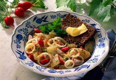 Unser beliebtes Rezept für Harzer Käse Salat und mehr als 55.000 weitere kostenlose Rezepte auf LECKER.de.