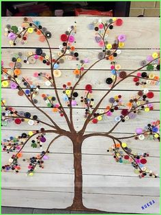 If you are looking for Diy Pallet Wall Art Ideas, You come to the right place. Here are the Diy Pallet Wall Art Ideas. This article about Diy Pallet Wall Art Ide. Button Tree Art, Button Wall Art, Button Art On Canvas, Art Mural Palette, Wood Crafts, Diy Crafts, Tree Crafts, Wall Art Crafts, Wax Paper Crafts