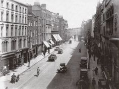 Dame Street late How lovely. Old Pictures, Old Photos, Vintage Photos, Dublin Street, Ireland Homes, Photo Engraving, Dublin Ireland, Book Of Life, Ivy Rose