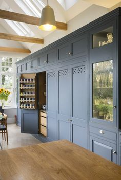 Woodwork Kitchens Hand Painted Kitchen Gallery - The Extra Details Floor To Ceiling Cabinets, Kitchen Wall Cabinets, Kitchen Units, Pantry Cabinets, Country House Interior, Kitchen Interior, Pantry Design, Kitchen Design, Design Living Room