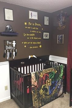 While expecting their fourth child, Tiffany and her husband came up with a brilliant plan to create a Harry Potter-themed nursery, and it's basically what dreams are made of. These Parents Created A Harry Potter-Themed Nursery And It Is Absolutely Magic Baby Harry Potter, Deco Harry Potter, Harry Potter Thema, Harry Potter Nursery, Theme Harry Potter, Baby Boy Nurseries, Neutral Nurseries, Nursery Neutral, Kids Room