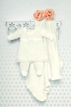 Kit Materniade Vestido em renda com calça em tricot e manta Menina