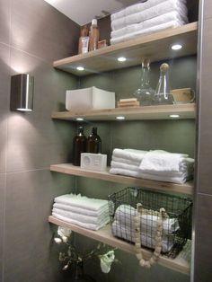 Open shelves in bathroom Bathroom Styling, Bathroom Interior Design, Interior Design Living Room, Bathroom Shelves, Bathroom Storage, Love Your Home, Bathroom Toilets, Bathroom Inspiration, Shelving