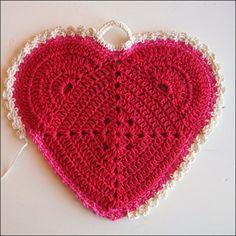 Heart with dainty edging, free pattern   . . . .   ღTrish W ~ http://www.pinterest.com/trishw/  . . . .   #crochet #border