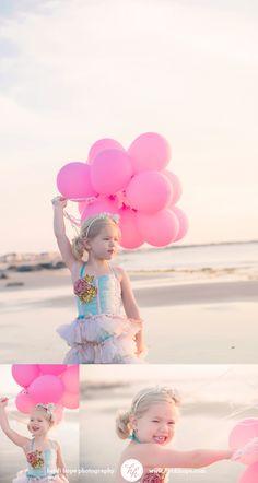 Balloons | Birthday | Beach | Photos | #heidihopephotography Toddler Poses, Toddler Beach, Beach Kids, Kids Beach Photos, Family Beach Pictures, Its A Girl Balloons, Gold Balloons, 3rd Birthday Pictures, Birthday At The Beach