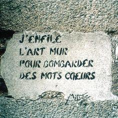 J'enfile l'art mur pour bombarder des mots coeurs