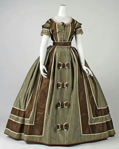 Evening dress ca, 1866 via The Costume Institute of the Metropolitan Museum of Art. Pride and Prejudice Ball? Civil War Fashion, 1800s Fashion, 19th Century Fashion, Victorian Fashion, Vintage Fashion, Emo Fashion, Steampunk Fashion, 17th Century, Gothic Fashion