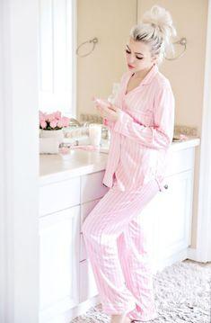 Women's pyjamas style to help you look sharp 071 fashion Satin Pyjama Set, Satin Pajamas, Pajama Set, Cozy Pajamas, Pyjamas, Womens Fashion Online, Latest Fashion For Women, Pajamas For Teens, Pijamas Women