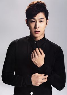 Yunho from TVXQ. I love the way he raps. He sounds so dreamy. Also, Yunho is so handsome.