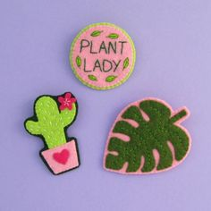 Bugs and Fishes by Lupin: Plant Lady Brooches: Felt Monstera Leaf Brooch Tutorial Crafts To Do, Felt Crafts, Diy Crafts, Hand Sewing Projects, Sewing Crafts, Felting Tutorials, Felt Brooch, Brooch Pin, Felt Diy