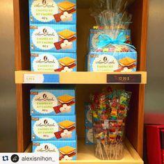 Êtes-vous fans de s'mores? On attend que l'été pour en manger autour du feu!🔥 Do you love s'mores? We can't wait for those Summer nights around the campfire!💫 #laurasecord #alexisnihon #smores #chocolate #chocolat #marshmallow #guimauve #dessert #sweettooth #good #love #candies #bonbon #kit #cookie #biscuits #yummy