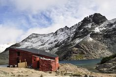 http://cabinporn.com/post/19570339872/red-hut-in-refugio-italia-argentina-submitted
