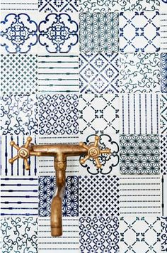 A blue backsplash in patchwork tiles would make a huge impact. I'm thinking of a small cottage kitchen with not a lot of frills. Made a Mano Patchwork Tiled Backsplash Bad Inspiration, Bathroom Inspiration, Interior Inspiration, Interior Ideas, Interior Styling, Blue Tiles, White Tiles, Made A Mano, Patchwork Tiles