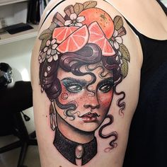 The history of old school pin-up models and tattoo designs. For as long as men have been rolling up their sleeves, pin-up girl tattoos have made their way from the big screen and onto their forearms. Pin Up Girl Tattoo, Pin Up Tattoos, Flower Tattoos, Body Art Tattoos, New Tattoos, Girl Tattoos, Tattoos For Women, Female Tattoos, Tatoos