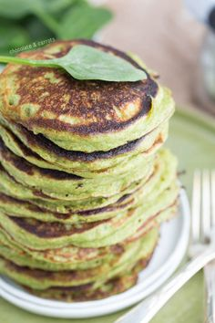 Spinach Pancakes- made with Greek yogurt! | chocolateandcarrots.com