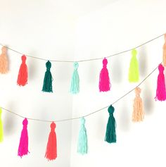 DIY Yarn Tassel Garland for Bachelorette Party or Bridal Shower Decor {Courtesy of Potter and Bloom} Diy Tumblr, Yarn Crafts, Diy And Crafts, Arts And Crafts, Felt Crafts, Fabric Crafts, Pom Pom Garland, Diy Tassel Garland, How To Make Tassle Garland