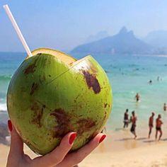... a água de coco tem um sabor especial. // ... coconut water tastes even more special.