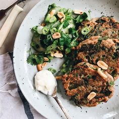 I've made broccoli fritters before but I love the ginger in these ones, it's a fresh immune boosting vibe for this chilli season and I'm all about it. The best part about this dis…