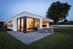 """bautrends.ch auf Instagram: """"Architektenhaus #ABENDSTERN Ein himmlisches Zuhause Mit dem Abendstern hat sich die Familie ihren Platz an der Sonne verwirklicht.…"""" Shed, Outdoor Structures, Instagram, Sun, Architecture, Ad Home, Barns, Sheds"""