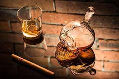 Un produs recomandat din colectia de Cadouri pentru Barbati - Sticla Craniu, cel mai original recipient pentru bautura preferata  #incrediblepunctro #cadou #cadouri #cadouribarbati #sticla #craniu #schelet #bautura Whiskey, Coffee Maker, Kitchen Appliances, Products, Crystal, Corning Glass, Whisky, Coffee Maker Machine, Diy Kitchen Appliances