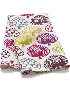 The color of the artichokes makes for a perfect year-round color palette. Buy it here: http://www.bhg.com/shop/crate-and-barrel-carciofi-dishtowel-p501bd57f82a797dc894f2223.html?socsrc=bhgpin110212shopartichoketowel