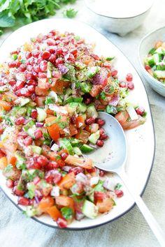 Persischer Gurken-Tomatensalat Rezept mit Granatapfel und Sumach, Vegan