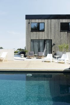 Drömmer du om att bygga en pool hemma i trädgården? För Rebecca Centrénblev pooldrömmen sann förra sommaren – här delar hon med sig av sina bästa pooltips!