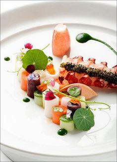 Homard ? Ou langouste ? J'hésite ! ;) (From Pinterest) > Photo à aimer et à partager ! ;) . L'art de dresser et présenter une assiette comme...
