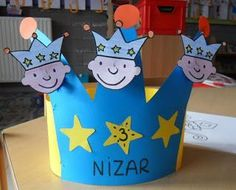 kroon Christmas Crafts For Kids To Make, Xmas Crafts, Diy Crafts For Kids, Art For Kids, Diy Birthday Crown, Catholic Crafts, Bday Cards, Sunday School Crafts, Christmas Hat