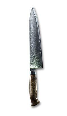 Couteau de chef Gyuto -- Le Gyuto est l'équivalent japonais du traditionnel couteau de chef. Il a une longueur variant généralement entre 210 et 270 mm. La forme standard du Gyuto est assez large près du manche, un profil linéaire vers la pointe pour hacher et une pointe effilée pour le travail de précision. Le Gyuto est LE couteau essentiel dans toute cuisine ! Il est un excellent complément du couteau d'office.