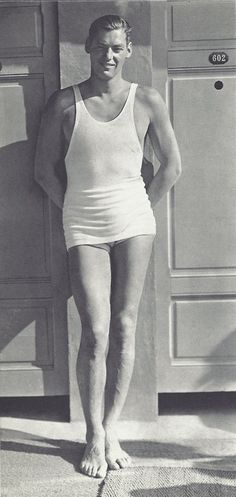 Johnny Weissmuller - 1930 - Piscine Molitor, Paris - Photo by George Hoyningen-Huene